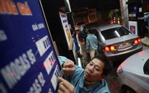 """""""Sẽ xem xét giảm giá xăng dầu"""""""