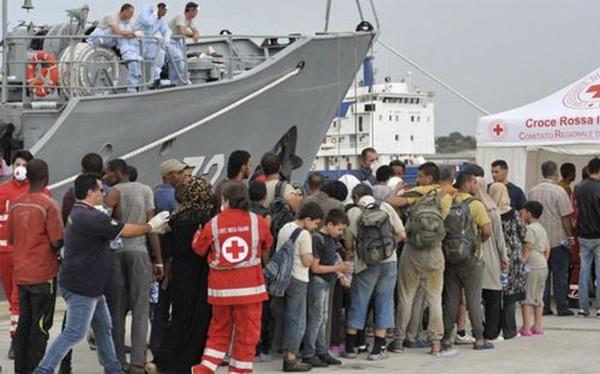 Châu Âu tung hàng loạt tàu chiến chặn người di cư