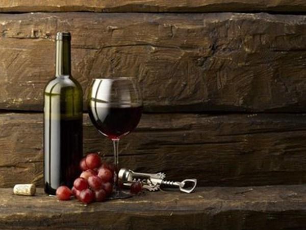 Mang 1,5 lít rượu từ 22 độ trở lên được miễn thuế nhập khẩu