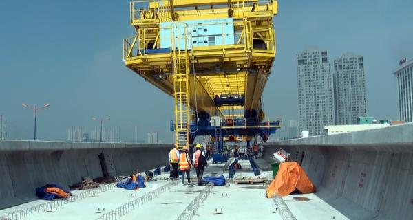 Hình ảnh tuyến metro số 1 đang lắp đặt hơn 1.000m dầm cầu