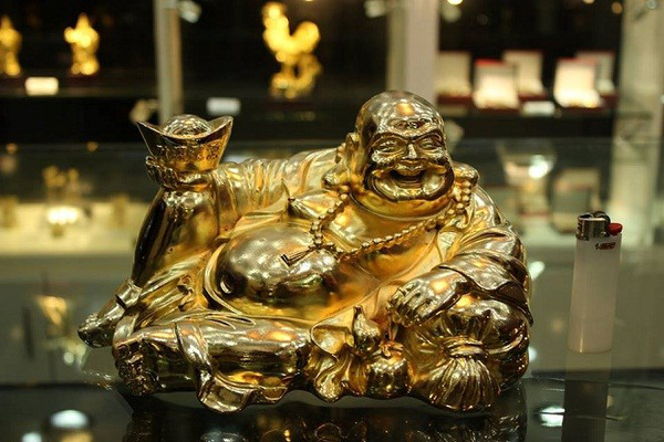 Choáng ngợp hàng mạ vàng giá khủng làm quà Tết