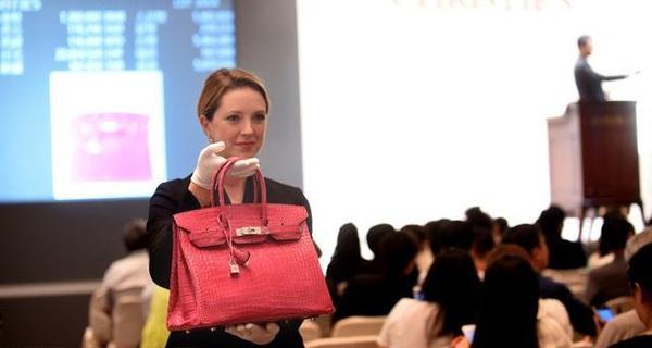Đừng dại bán lại túi Hermès, bạn sẽ nghèo đi còn người khác sẽ hốt bạc từ bạn
