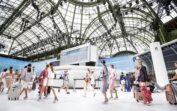 """Choáng ngợp trước sân bay vĩ đại của """"hãng hàng không"""" Chanel"""