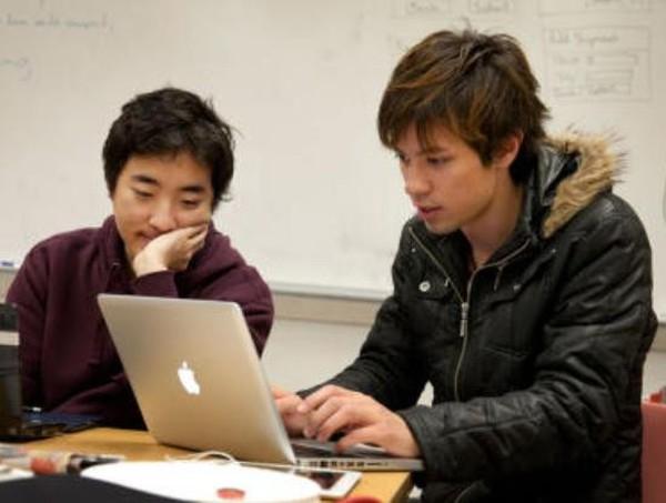 Người châu Á bị dìm hàng tại Google, Yahoo