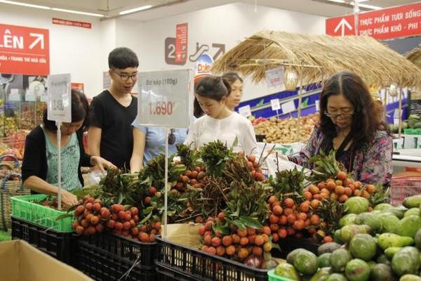 Hàng Việt quyết vào WalMart