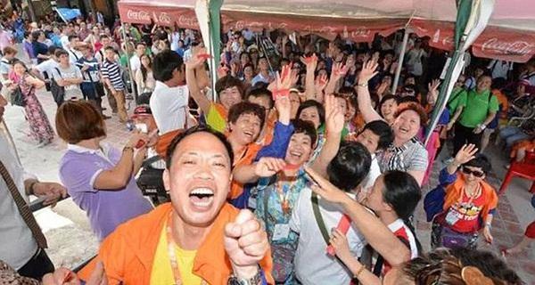 Trung Quốc muốn người dân làm việc ít, đi chơi nhiều để kích thích nền kinh tế