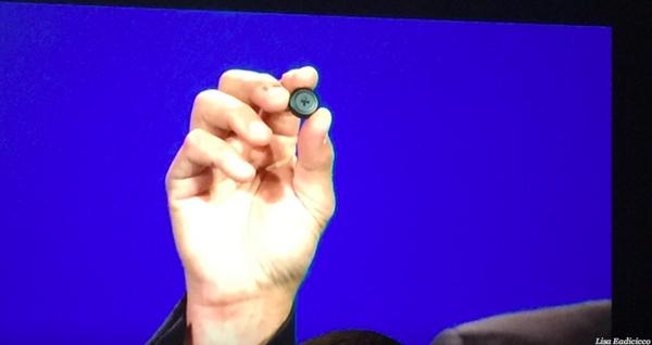 Máy tính Intel có kích thước chỉ bằng cúc áo