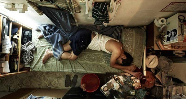 Cuộc sống không thể tin nổi trong khu ổ chuột ở Hồng Kông hoa lệ