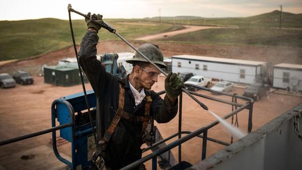 Tại sao khi xăng dầu giảm giá, hàng hóa mãi 'không chịu' giảm theo?