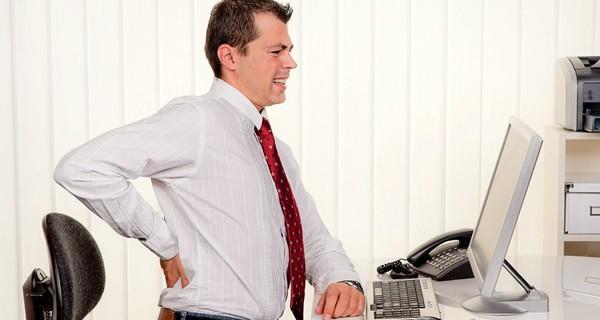 Bạn đau lưng? Hãy xếp lại bàn làm việc và ngồi theo tư thế sau