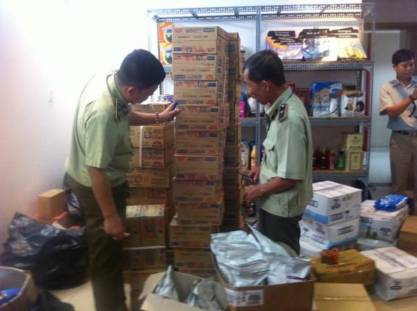 Kho hàng lớn chứa mỹ phẩm, thực phẩm chức năng nghi nhập lậu