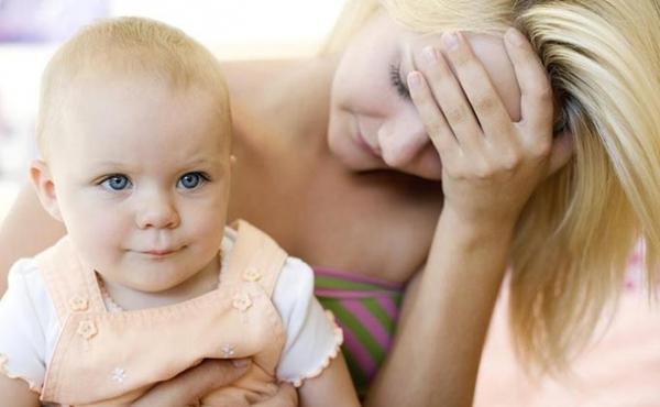 Sau khi sinh con bị sa thải có đúng luật?