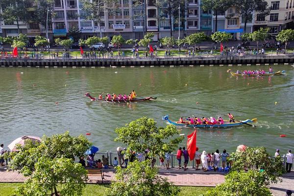Khai trương tour chèo thuyền bằng tay ngắm kênh Nhiêu Lộc - Thị Nghè