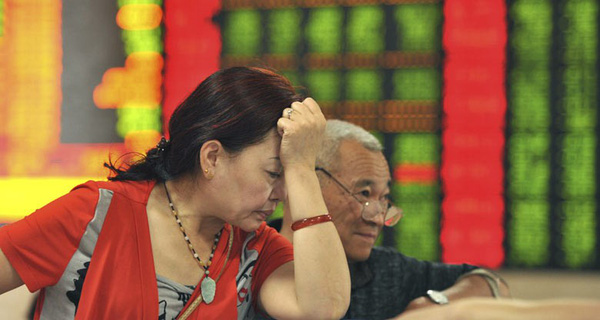 """Chứng khoán Trung Quốc """"rơi tự do"""", hoảng loạn mới chỉ bắt đầu?"""