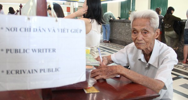 """Những """"nghề muôn năm cũ"""" đầy thân thương nhưng ngày càng ít ỏi ở Sài Gòn"""