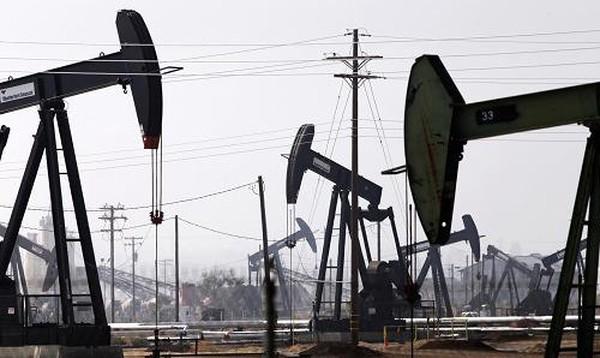 Giá dầu rơi xuống đáy 7 năm