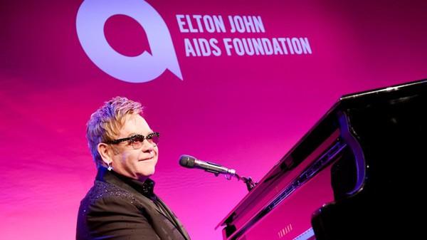 Lập quỹ giúp thế giới tốt đẹp hơn? Mark Zuckerberg cần phải học hỏi nhiều từ Elton John
