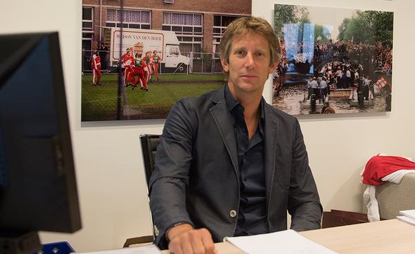 Van Der Sar - thủ môn huyền thoại của MU đang làm gì ở vị trí giám đốc marketing?