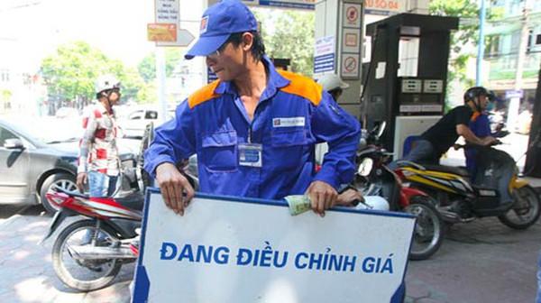 Từ 3h chiều 19/10: Dầu tăng, xăng giảm còn 18.000 đồng/lít
