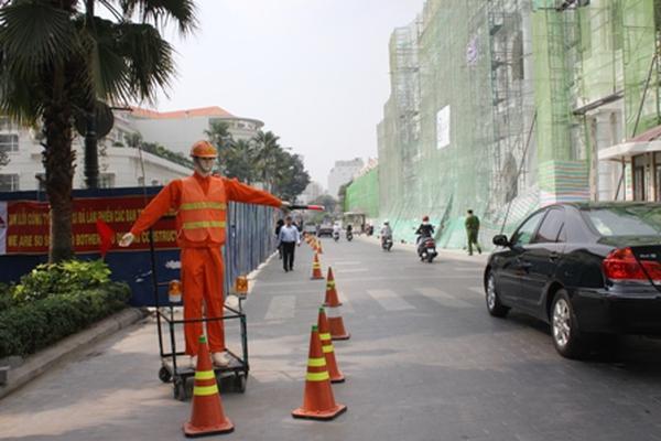 Robot chỉ dẫn giao thông gây bất ngờ ở TP HCM