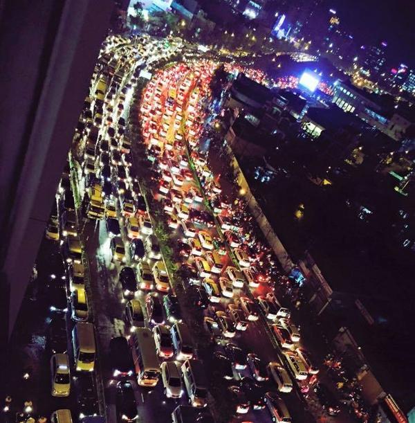 Sài Gòn đừng mơ hết ngập, hãy tập sống chung với nó!