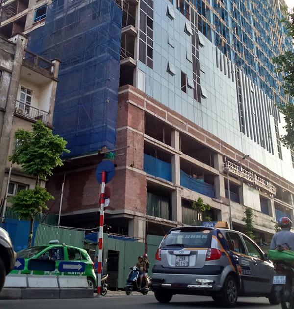 Cao ốc gần quảng trường Ba Đình được cấp phép ra sao?