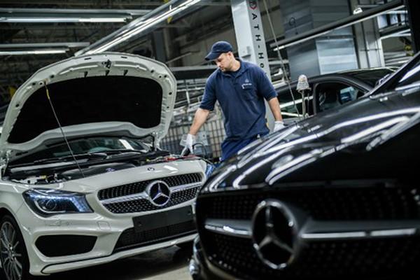 """""""Cuộc đua xe sang"""" ăn mòn lợi nhuận các doanh nghiệp ô tô"""