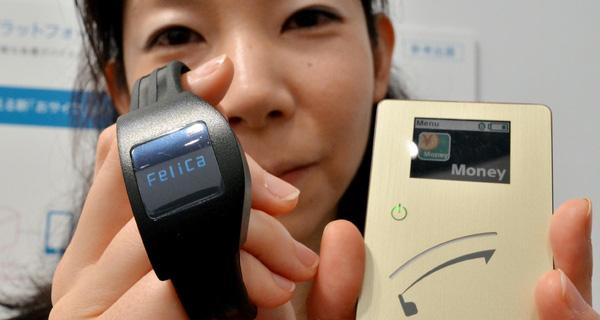 Thanh toán trên smartphone: Apple gọi, Sony trả lời