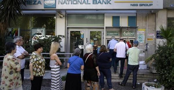 ECB tiếp tục bơm thêm 900 triệu euro tín dụng ELA cho Hy Lạp