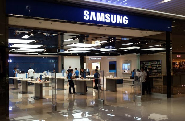 """Bài học quản trị từ """"cú chuyển mình"""" của Samsung"""