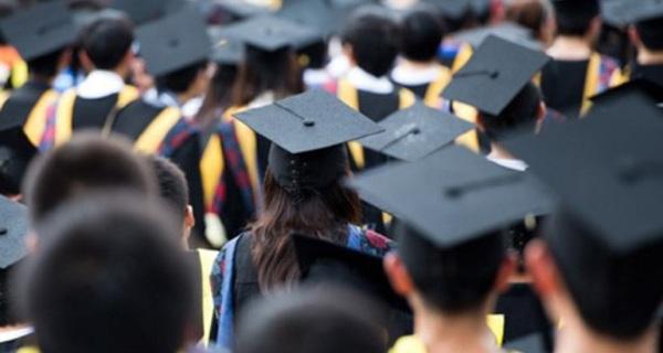 225.000 cử nhân thất nghiệp: Xót xa nhưng... hợp lý?