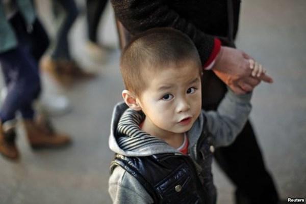 Giáo sư kinh tế Trung Quốc: Đàn ông nghèo nên cho đàn ông ế 'dùng chung vợ'