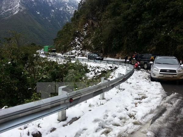 Sa Pa: Tuyết phủ trắng nhiều con đường, có nơi dày hơn 10cm