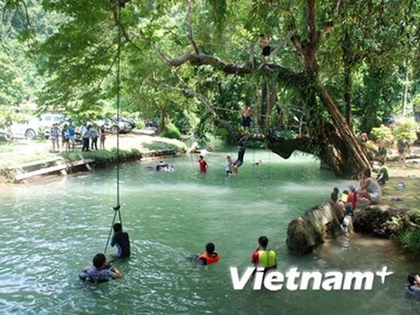 Vang Vieng - Mô hình du lịch sinh thái ấn tượng, thành công ở Lào