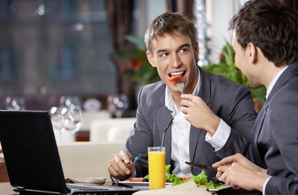10 lỗi cần tránh khi dùng bữa trưa với đối tác