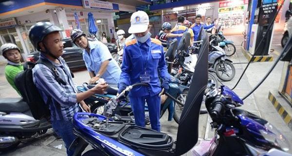 Giá xăng tăng lên mức 20.710 đồng/lít từ 15h chiều nay