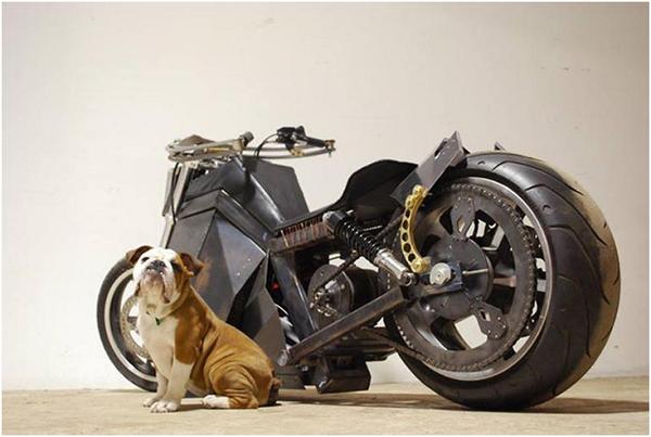 Ý tưởng xe máy chạy bằng năng lượng gió thời hậu tận thế
