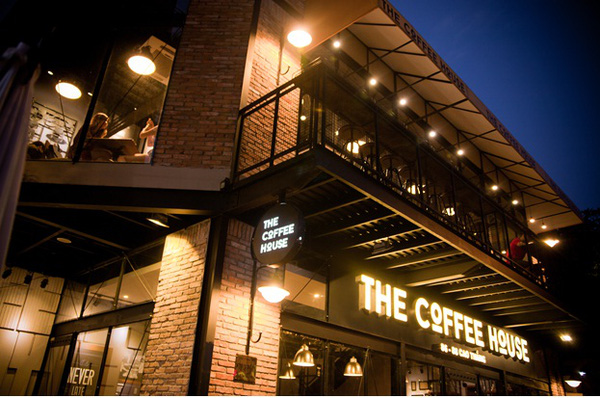 Kinh doanh chuỗi cà phê năm 2015: Những gam màu sáng tối
