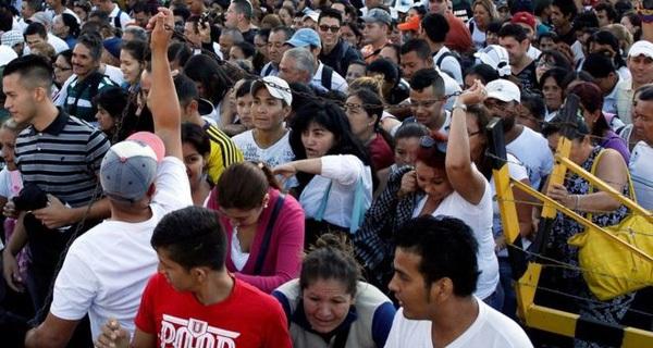 Hàng chục nghìn người Venezuela đổ sang Colombia tìm thức ăn