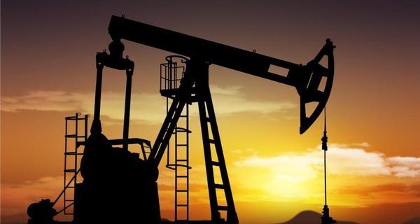 """""""Giá dầu khó vượt được mốc 55 USD/thùng"""""""