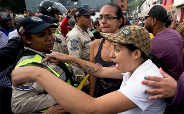 Hàng trăm người Venezuela bị bắt vì cướp đồ ăn