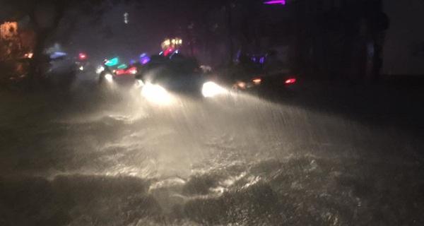 """""""Mưa cực đoan"""" ngày 26/9 vượt xa thiết kế hệ thống thoát nước của TP.HCM"""