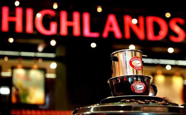 """Không phải Trung Nguyên hay Starbucks, Highlands mới đang là """"bá chủ"""" chuỗi cà phê ở Việt Nam"""
