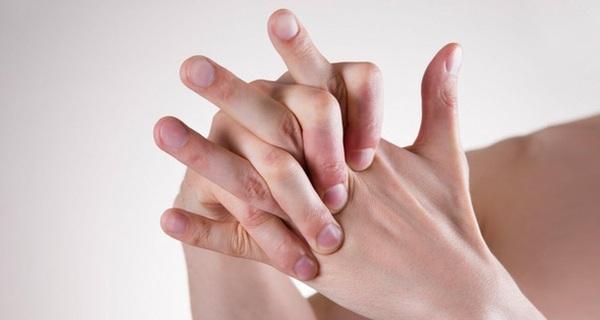 Hiện tượng tim đập nhanh chân tay lạnh bủn rủn và khó thở là biểu hiện bệnh gì?