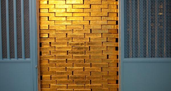 Tại sao Canada bán sạch cả ngàn tấn vàng dự trữ?