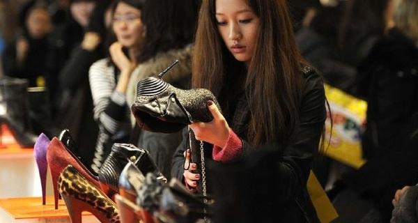 Thị trường hàng xa xỉ không chính thức ở Trung Quốc bị siết chặt