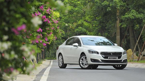 Đi xe ôtô màu nào an toàn nhất?
