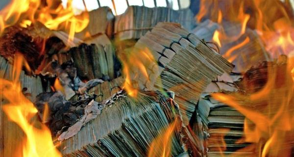 Chỉ để làm đẹp báo cáo, các tập đoàn Mỹ đã phải đốt tới 2,1 nghìn tỉ USD trong 5 năm qua