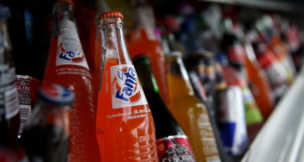 """1 lon nước ngọt chứa 10 thìa đường, nhưng kết quả kinh doanh của Coca-cola, Pepsi vẫn """"đắng ngắt"""""""