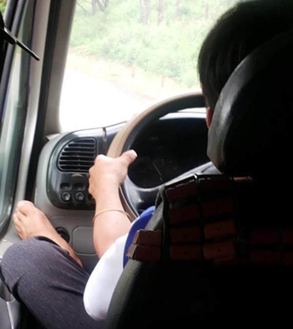 Thanh niên làng nghèo Thái Bình tậu xe mua nhà nhờ nghề lái container, cử nhân cũng bỏ phố về quê làm tài xế